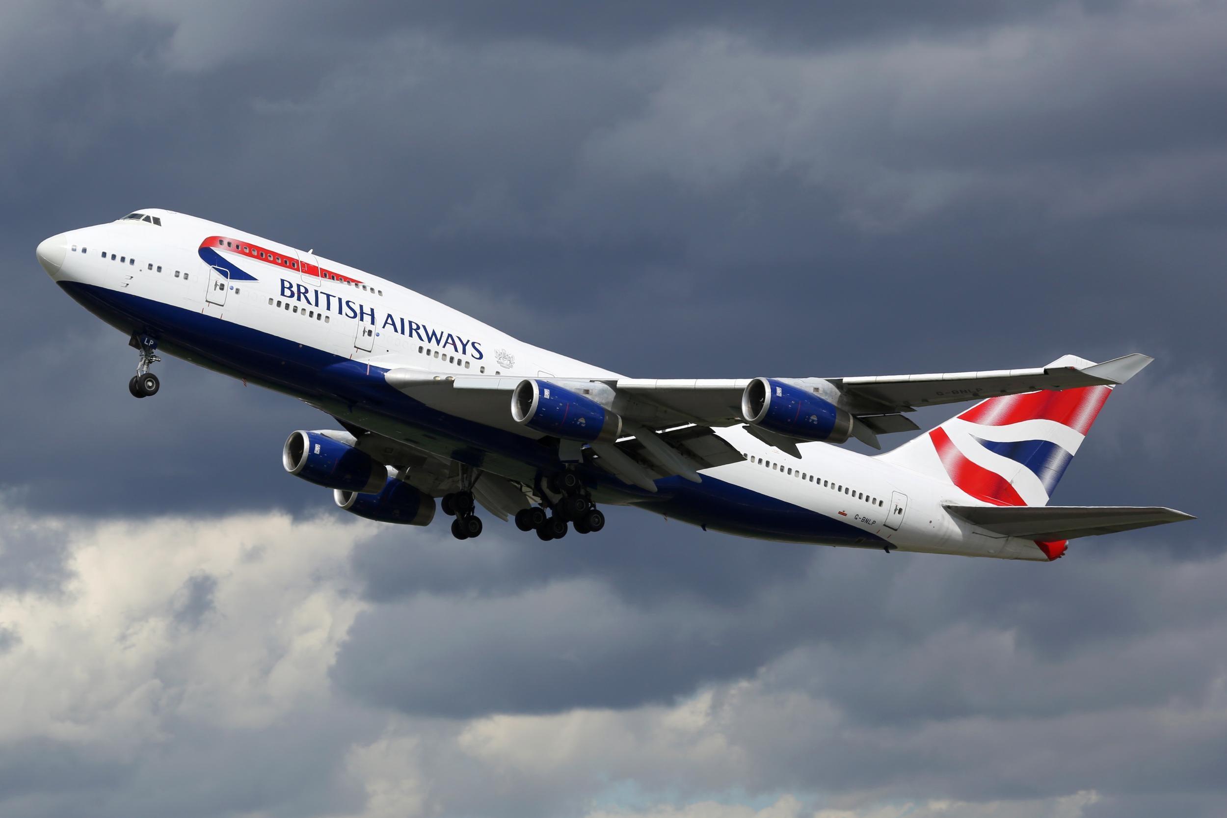 Video of British Airways flight battling strong crosswinds captured in Gibraltar
