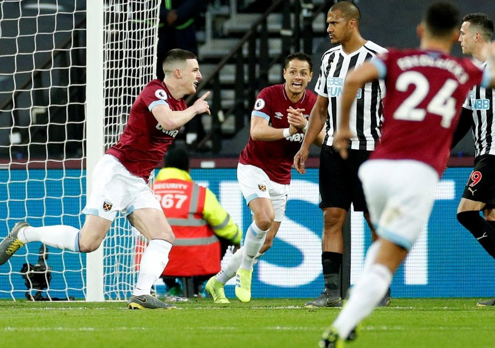 063f94c38 West Ham vs Newcastle  Declan Rice and Mark Noble hand Hammers ...