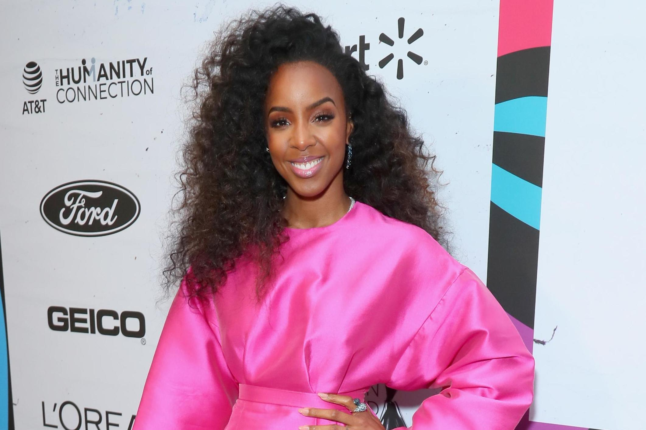 Kelly Rowland discusses learning to love her natural hair ...