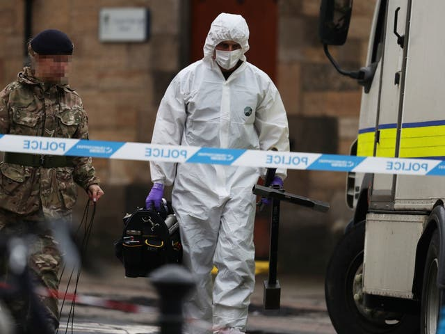 Bomb disposal personnel outside the University of Glasgow