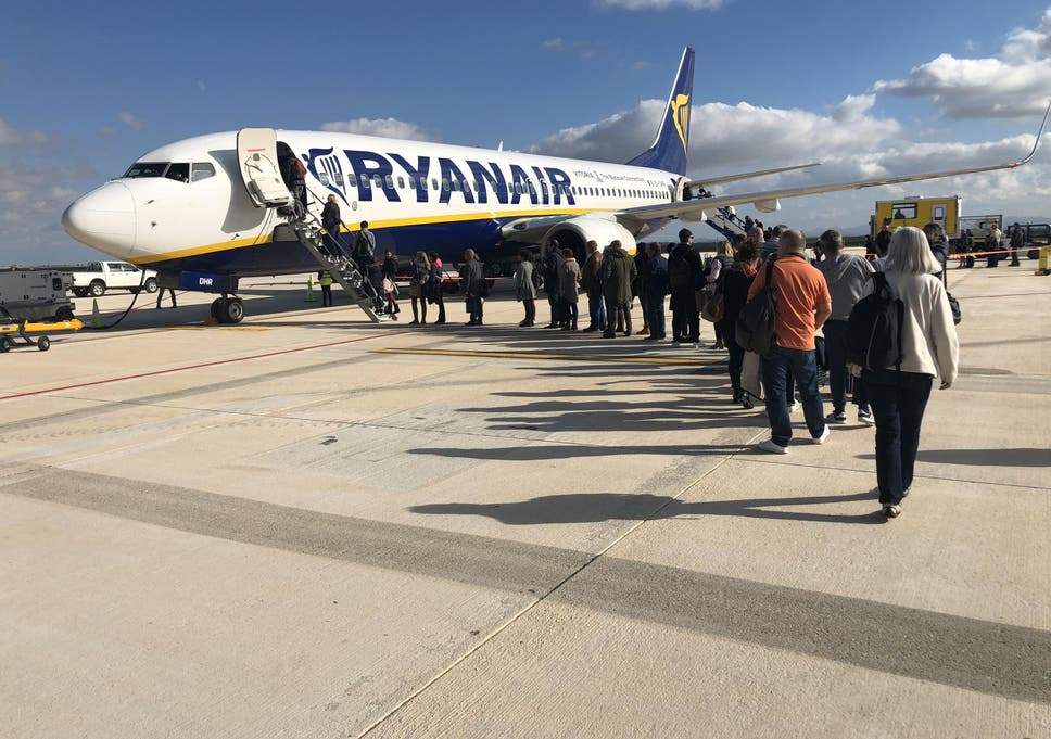 Ryanair passenger whose name autocorrected to Lukewarm faces £100