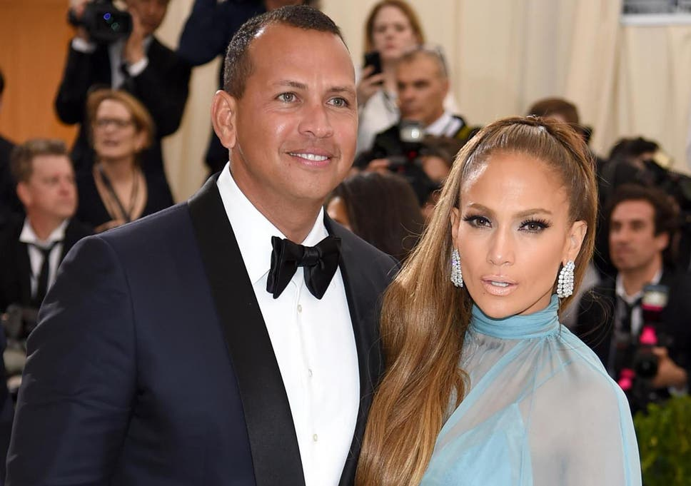 Jennifer Lopez shows off emerald-cut engagement ring | The
