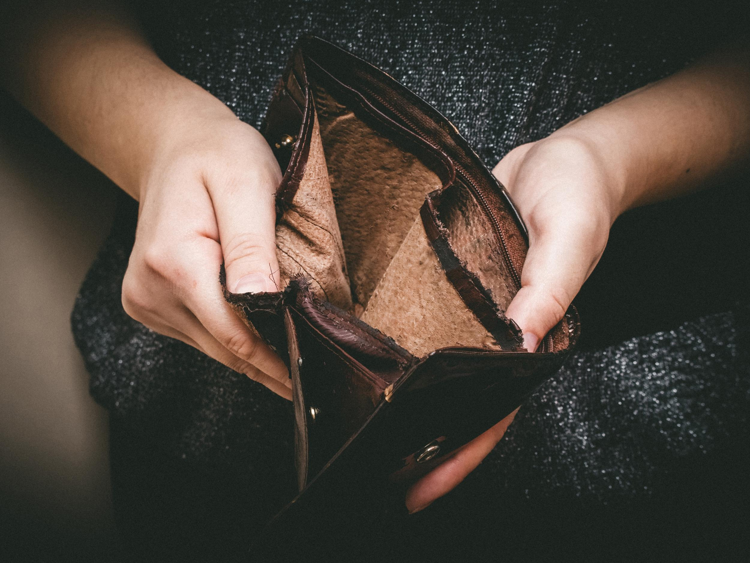 One in four adults lie about how much money they have, survey claims