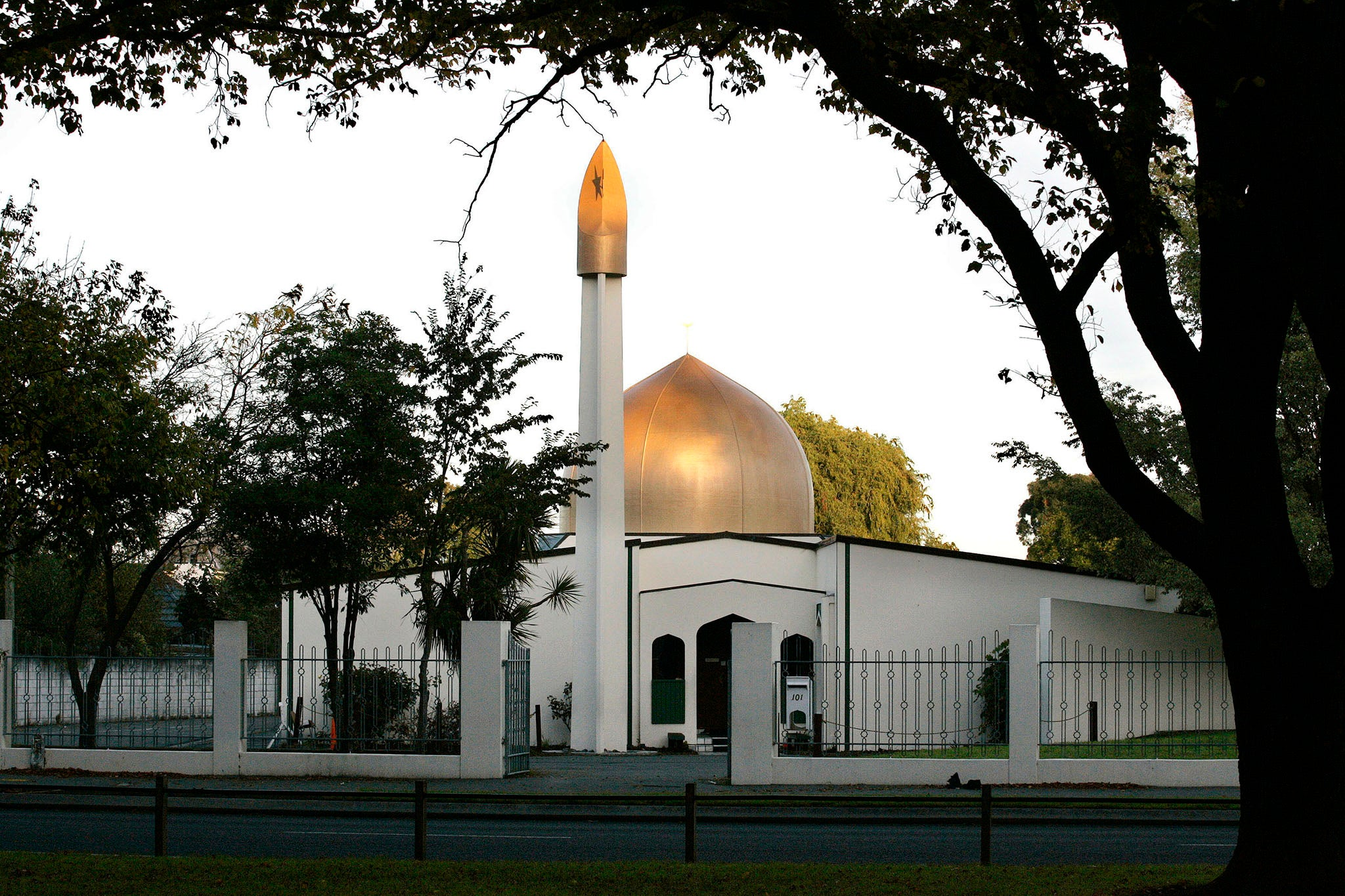 Police patrol UK mosques and vow to 'stand together' with Muslims after deadly New Zealand terror attack