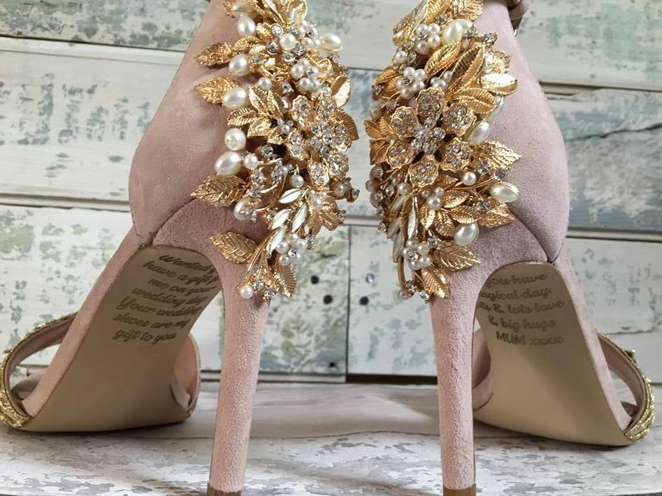 Bride finds secret message from late mother on wedding shoes