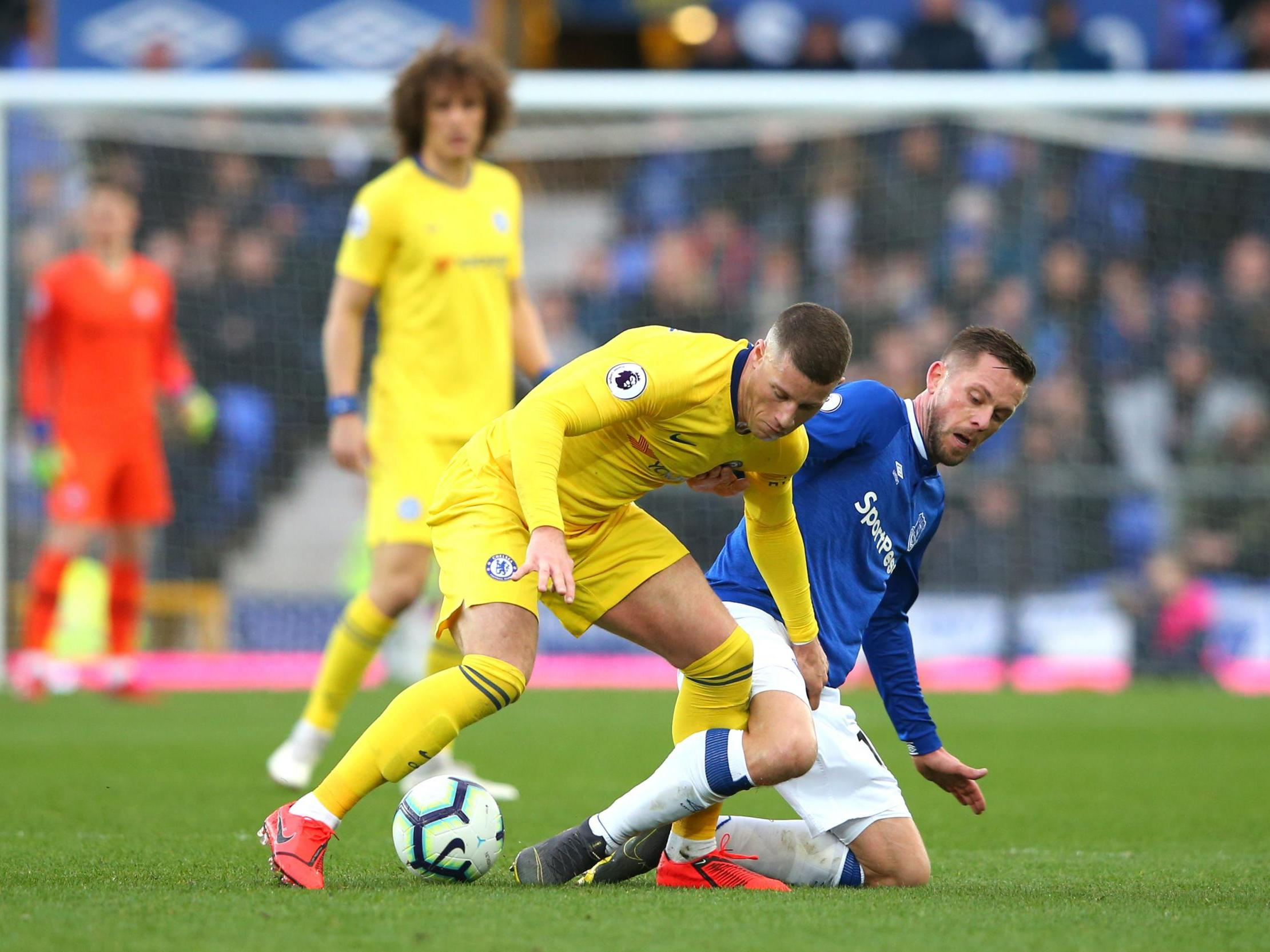 Everton investigate after object 'thrown' at Ross Barkley in Chelsea clash