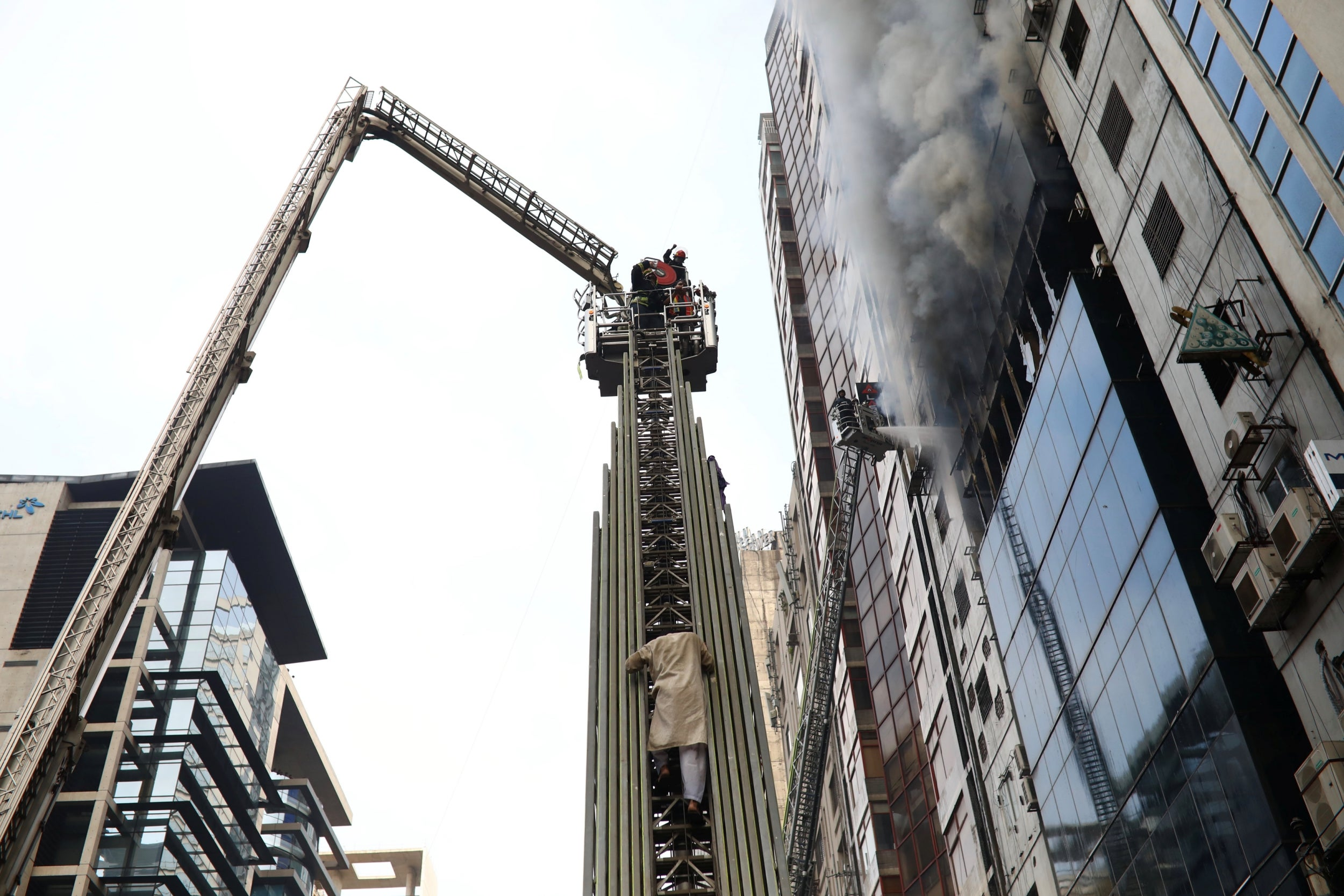Dhaka fire: Bangladesh high-rise building hit by deadly