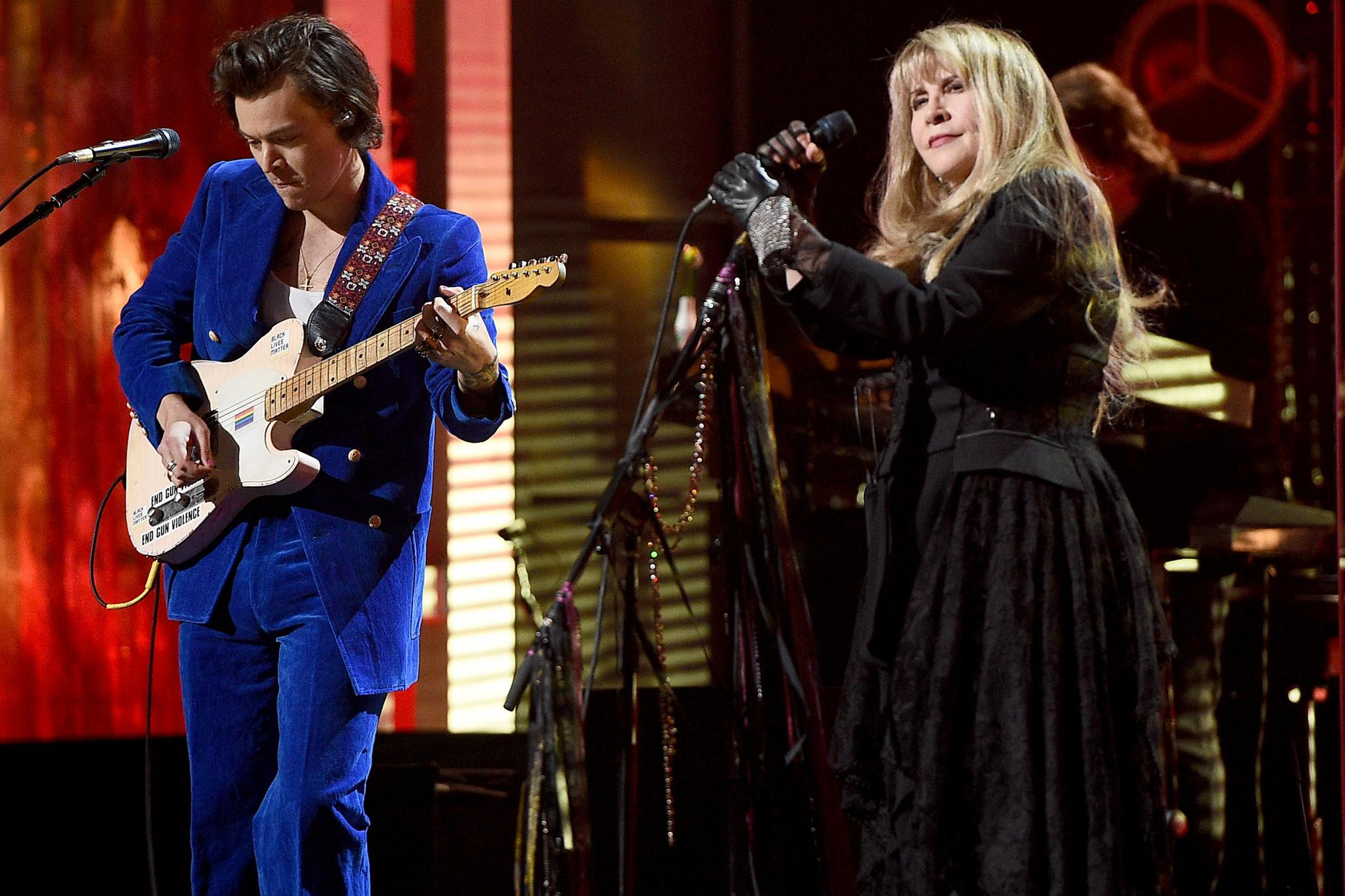 How Washington Winks At Violent >> Stevie Nicks Accidentally Calls Harry Styles A Member Of