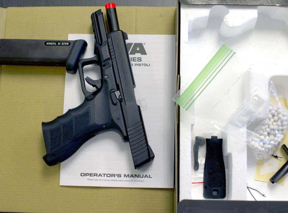 <p>Airsoft guns look similar to genuine firearms</p>
