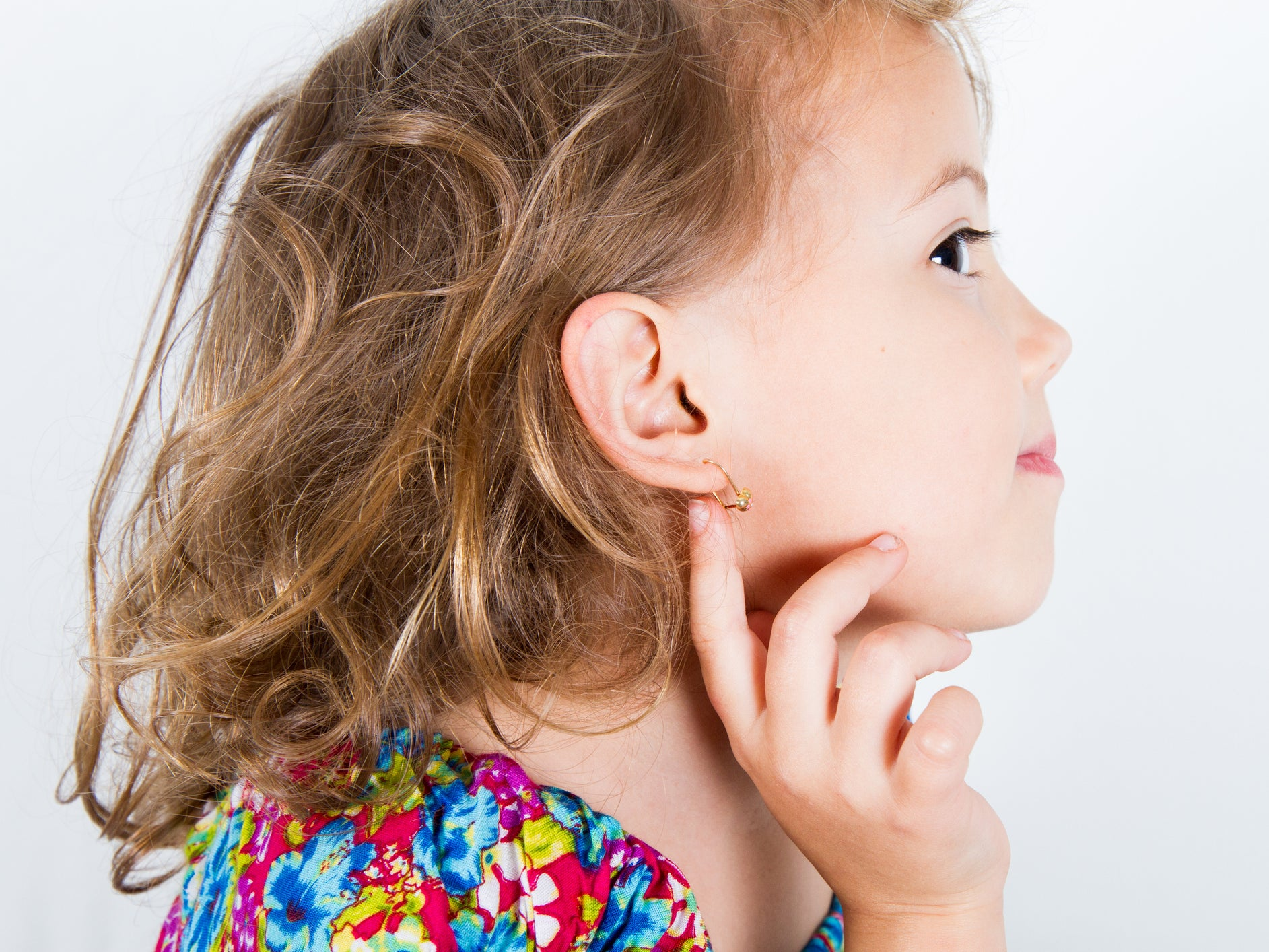 Former Claire S Employee Says Store S Ear Piercing Policy Is A Cruel Practice That Pressures Children The Independent The Independent