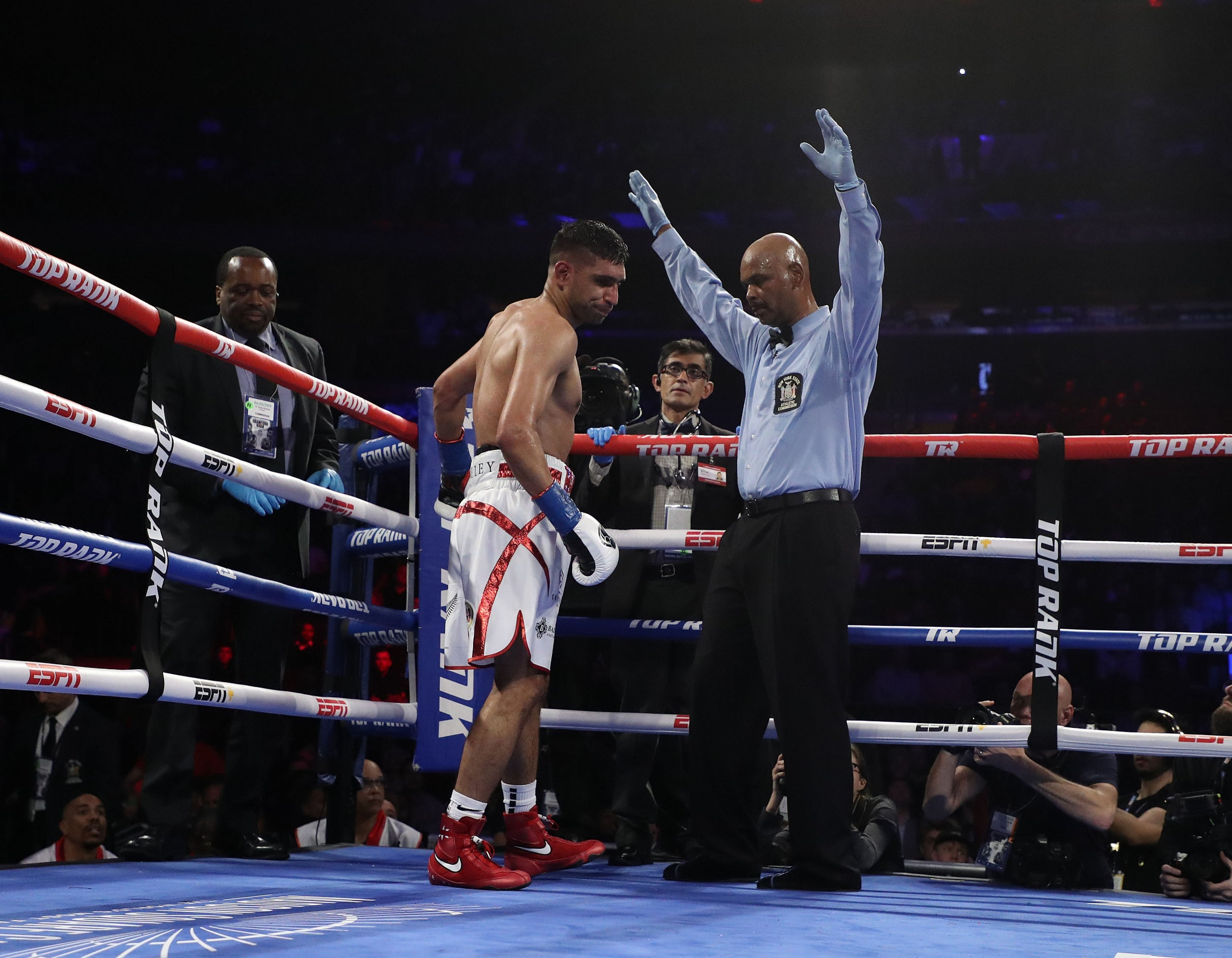 Amir Khan vs Terence Crawford: Brit can leave boxing with a