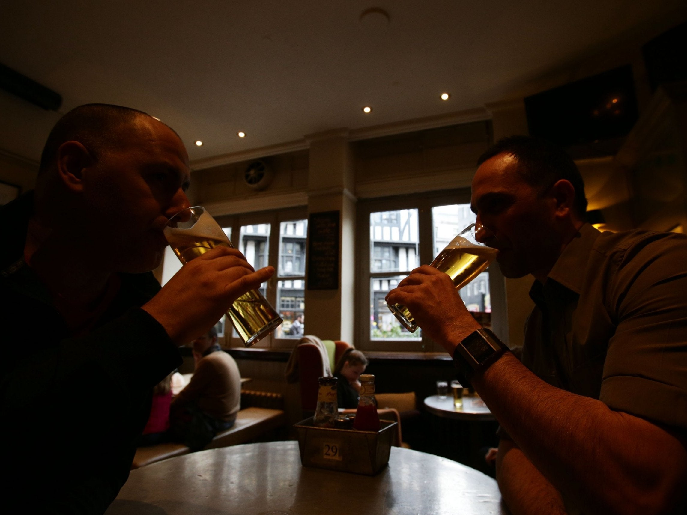 Nearly 1,000 British pubs have vanished in a year