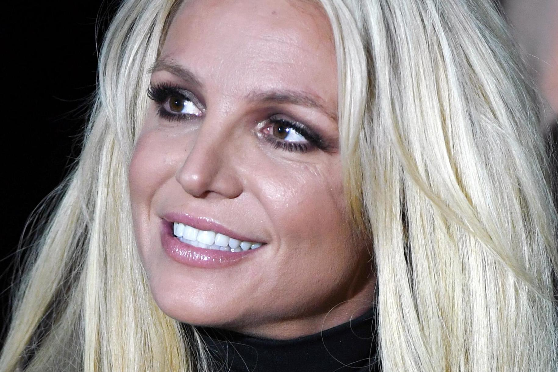 Britney Spears breaks silence after checking into mental health facility