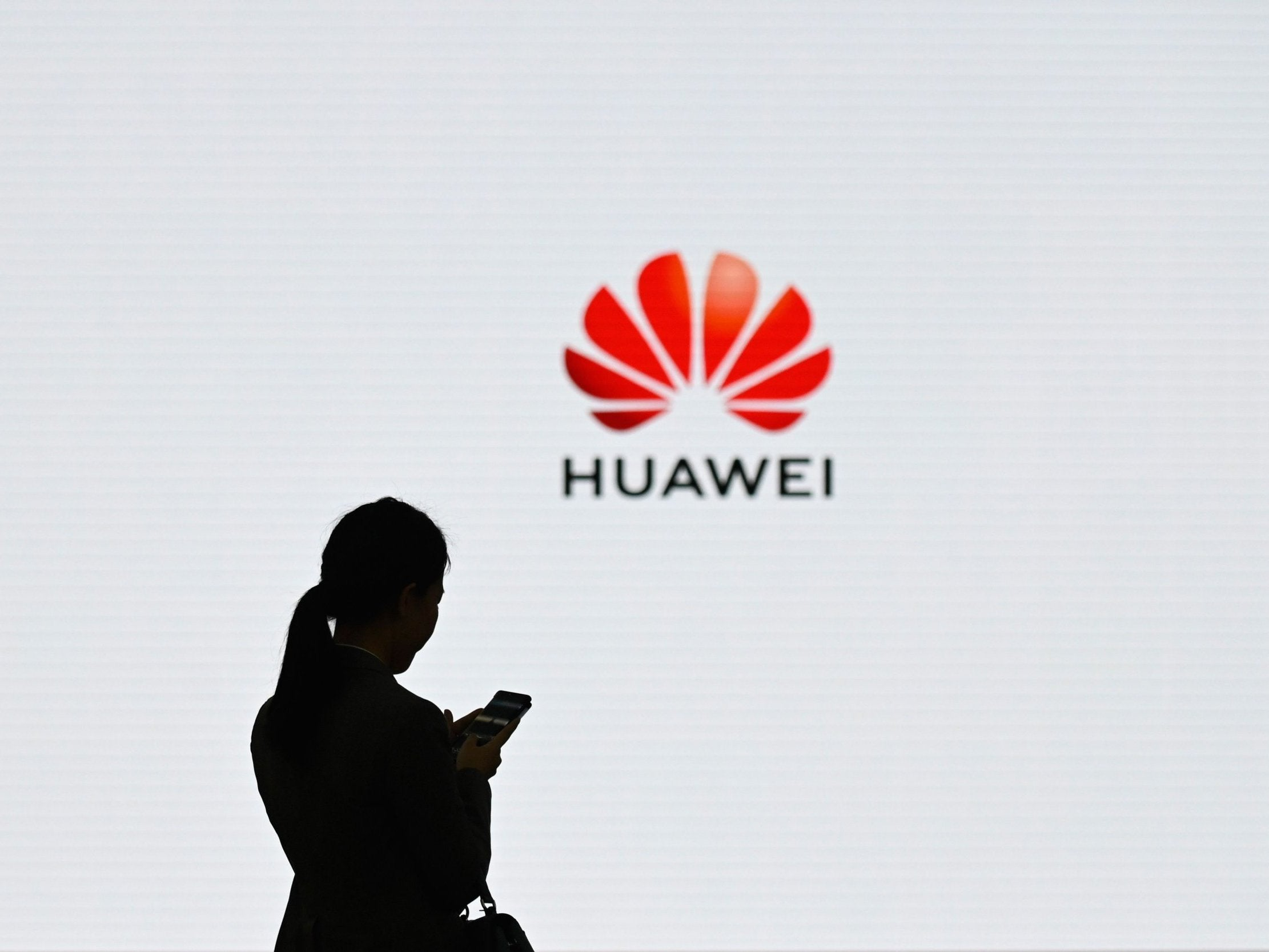 Google issues message to Huawei phone owners after Trump