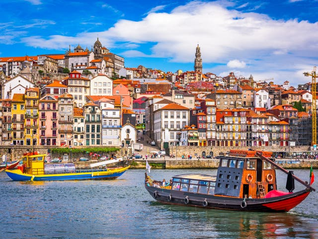 Flight from Porto was more than two hours late