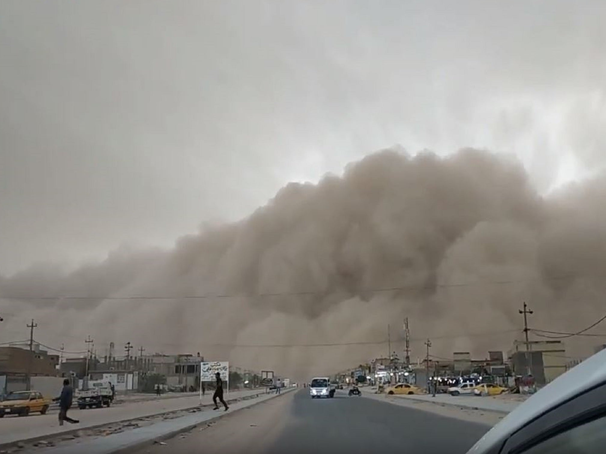 Five killed as giant dust storm sweeps through southern Iraq