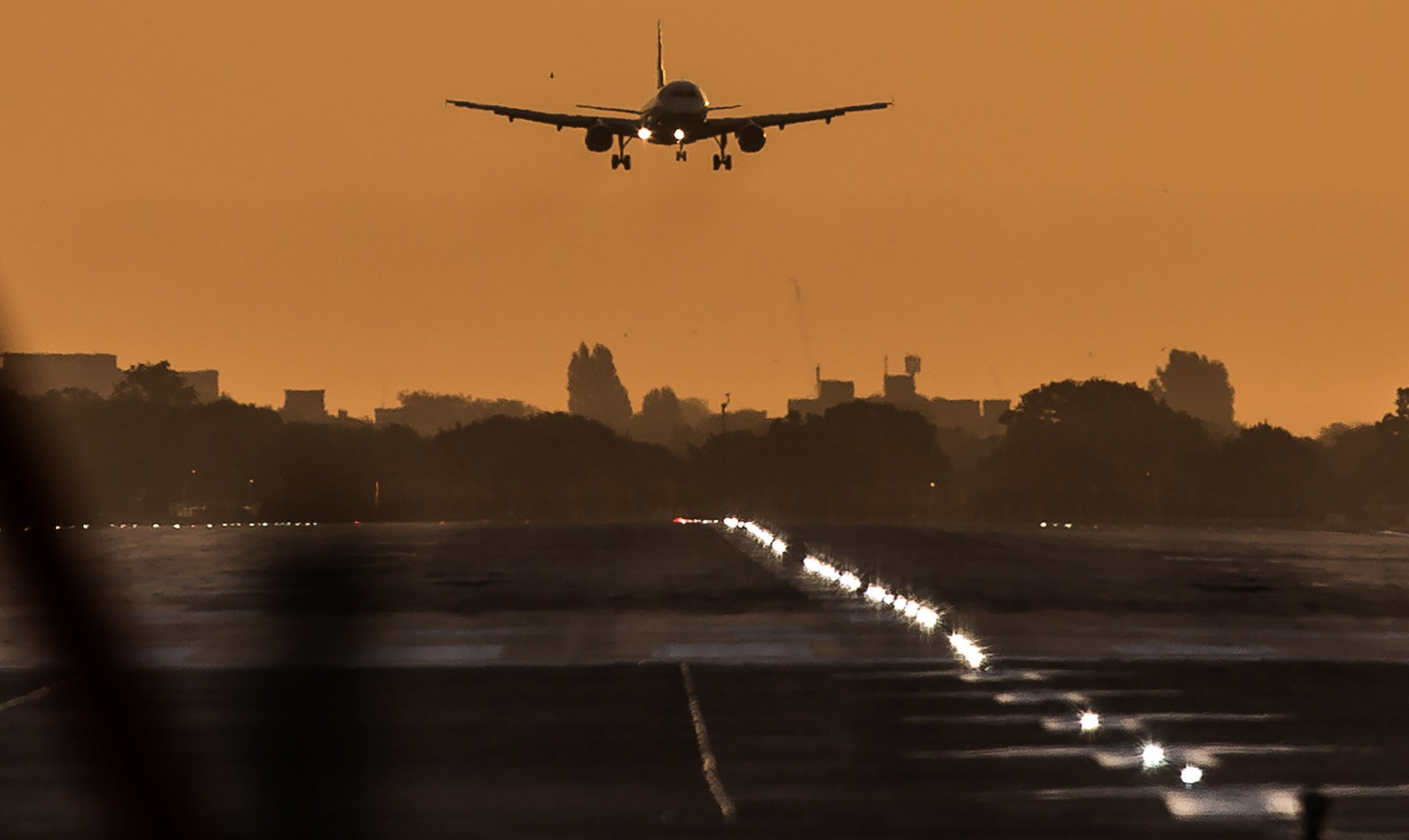 Government announces plans to open up airspace to cut pollution