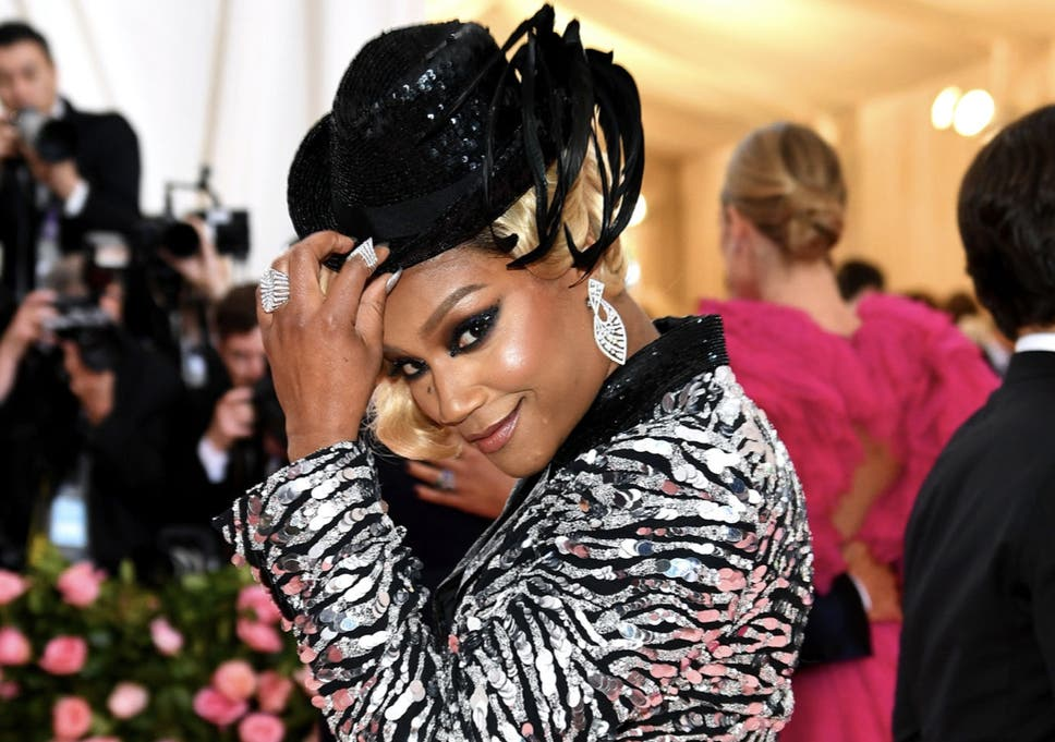 954d924391dd7 Met Gala 2019: Tiffany Haddish hides home-made fried chicken in her Michael  Kors clutch bag on red carpet. '