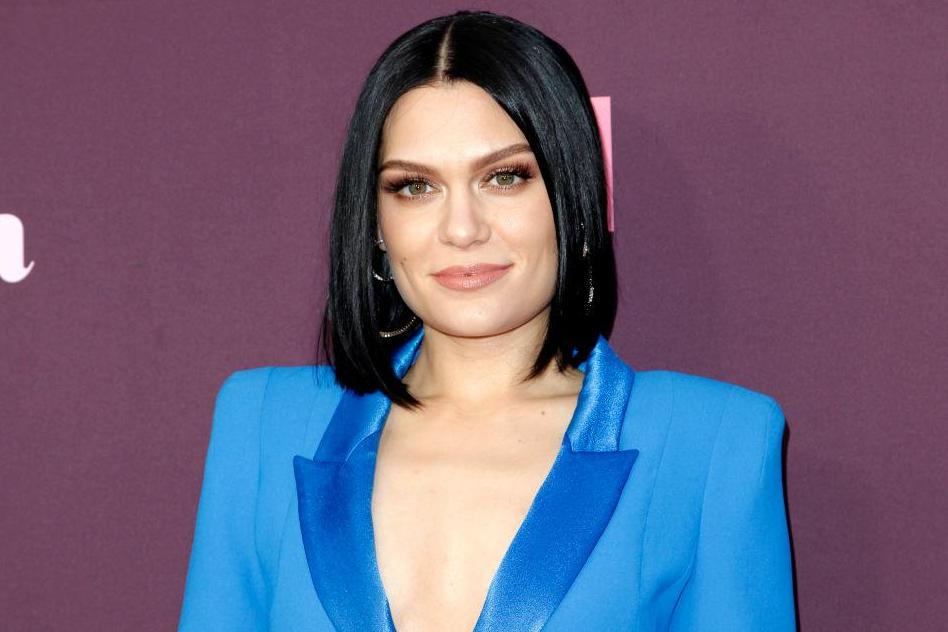 Jessie J announces break from social media and encourages fans to do the same