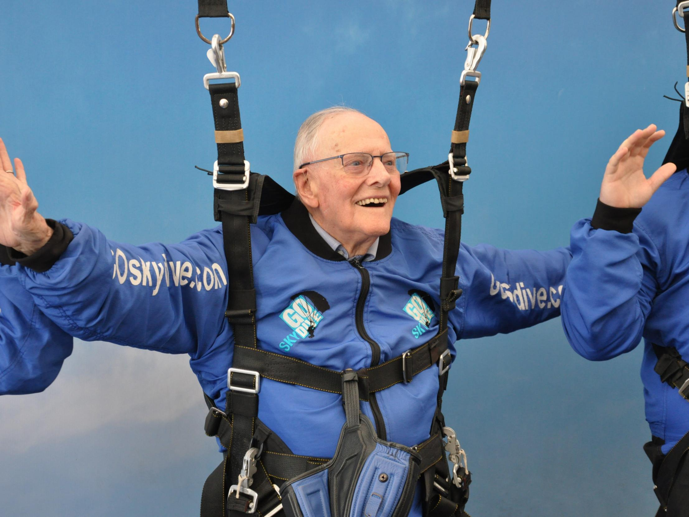 94-year-old D-day veteran to parachute into Normandy to mark 75th anniversary