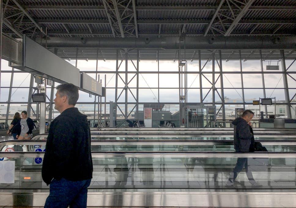 dating bar muenchen flughafen arrival flight time