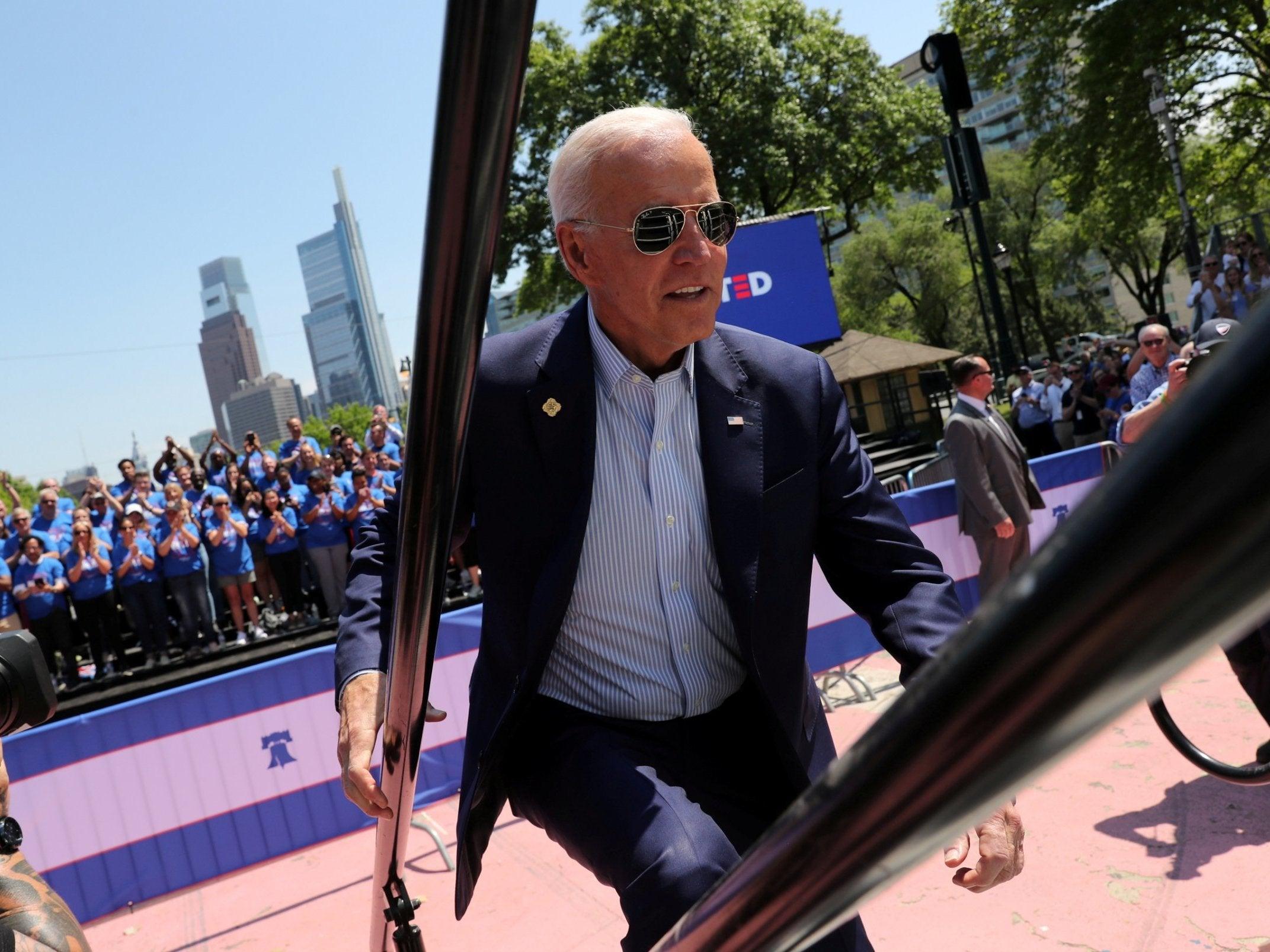 2020 election poll: Joe Biden's lead shrinks to zero against Bernie Sanders in critical Iowa