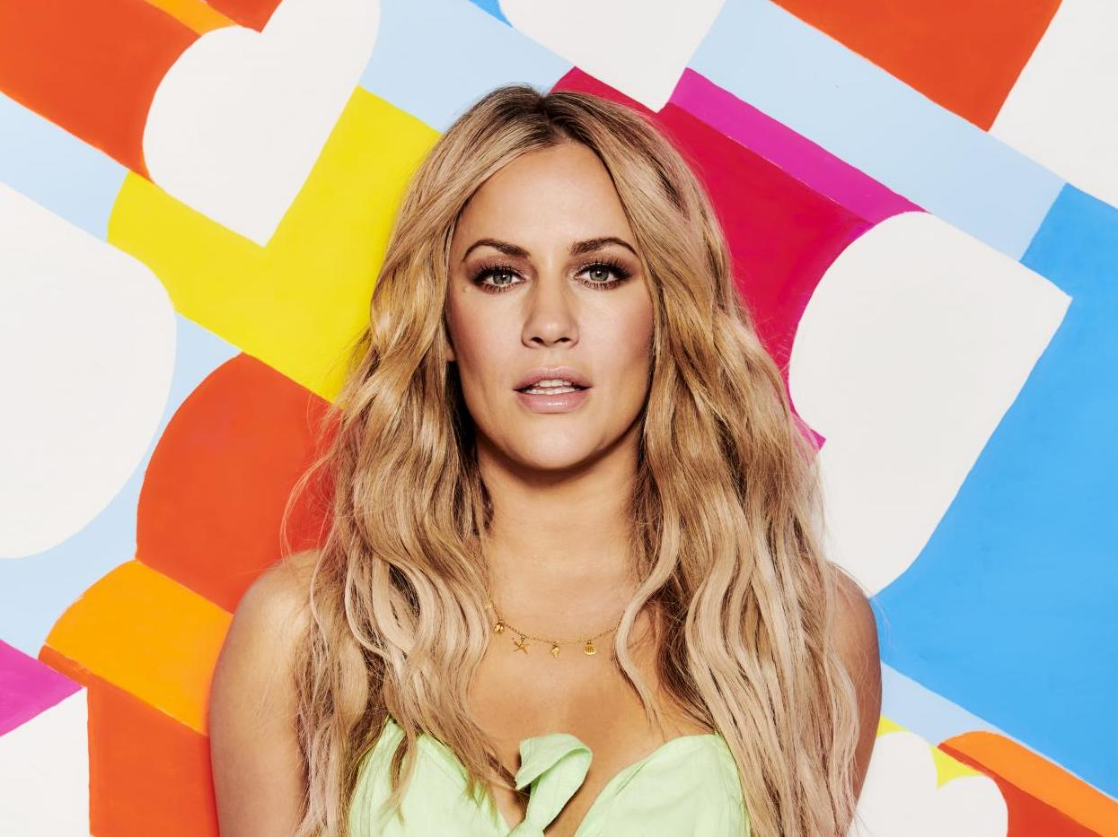Caroline Flack defies advice to avoid social media with message ahead of assault trial: 'I have a story to tell'