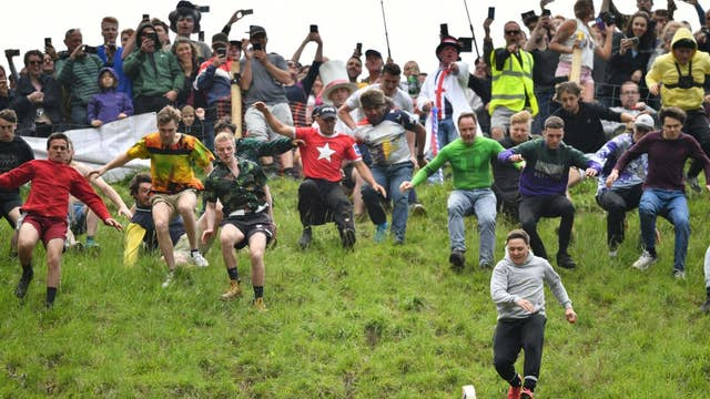 Gloucester Cheese Rolling Race Winner Retires After Spraining Ankle The Independent The Independent