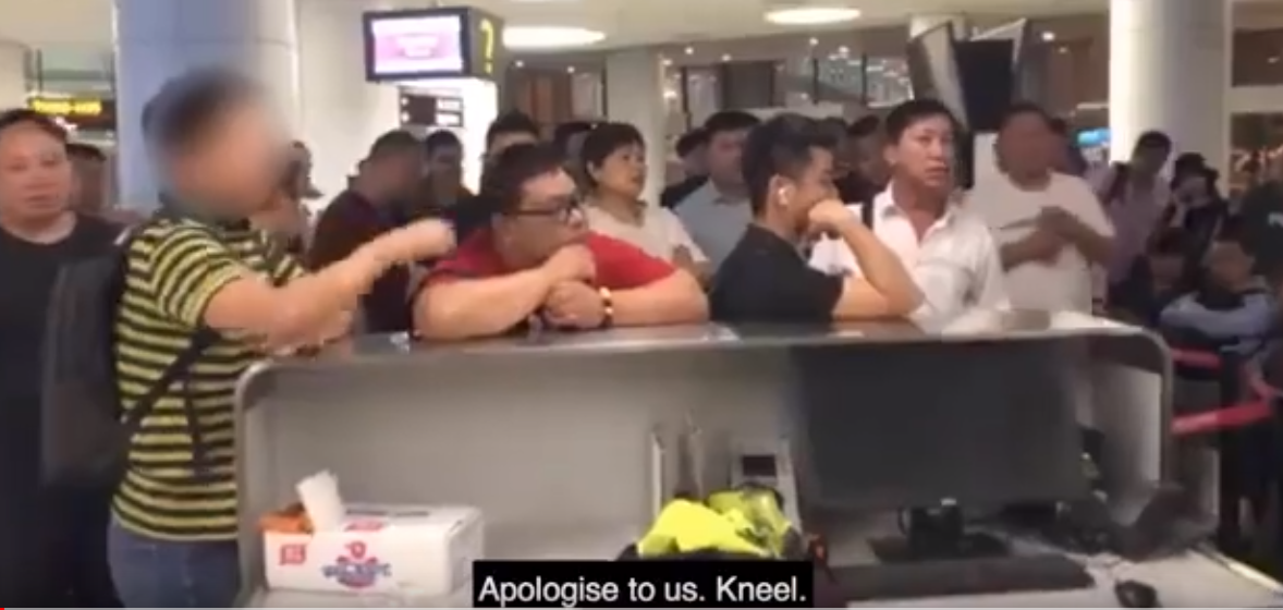 Angry passenger demands worker kneel to apologise for delayed flight