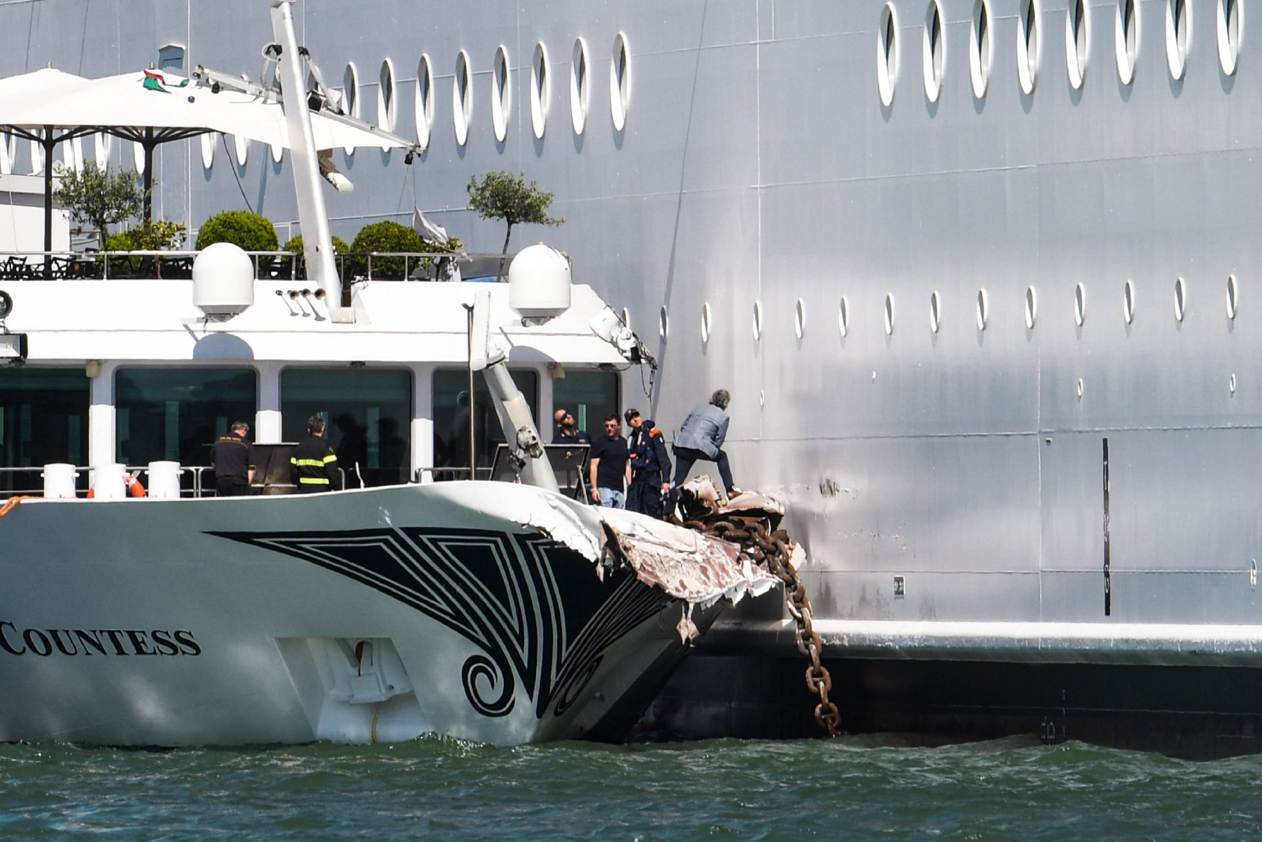 Argentina sinks Chinese boat with gunfire over 'illegal fishing' in