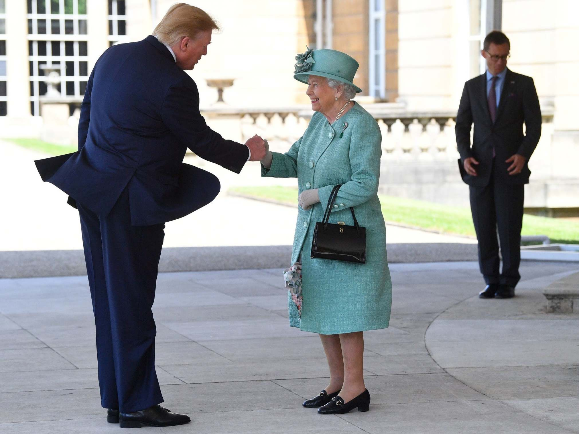 Trump UK visit: President has state banquet with Queen as Labour announces Corbyn will speak at protest