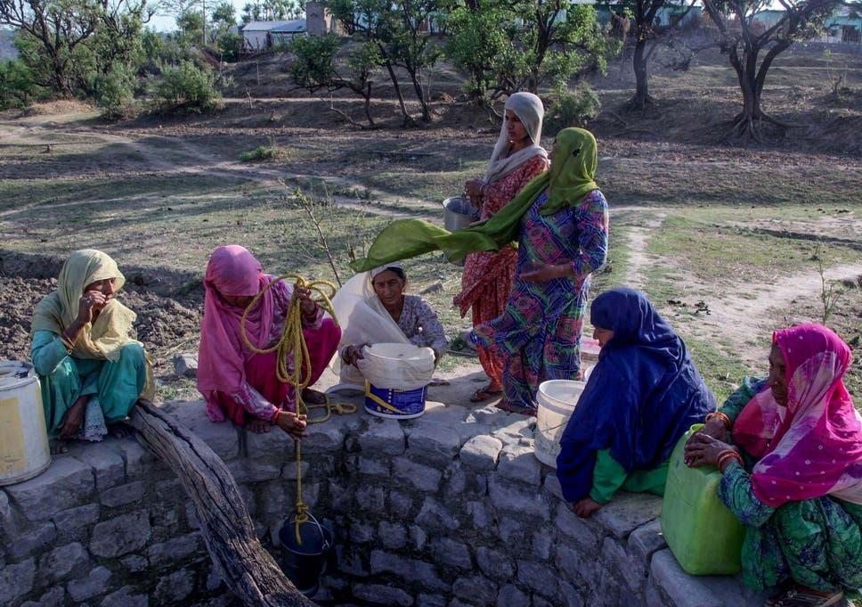 India heatwave kills 'dozens' of people as temperatures hit