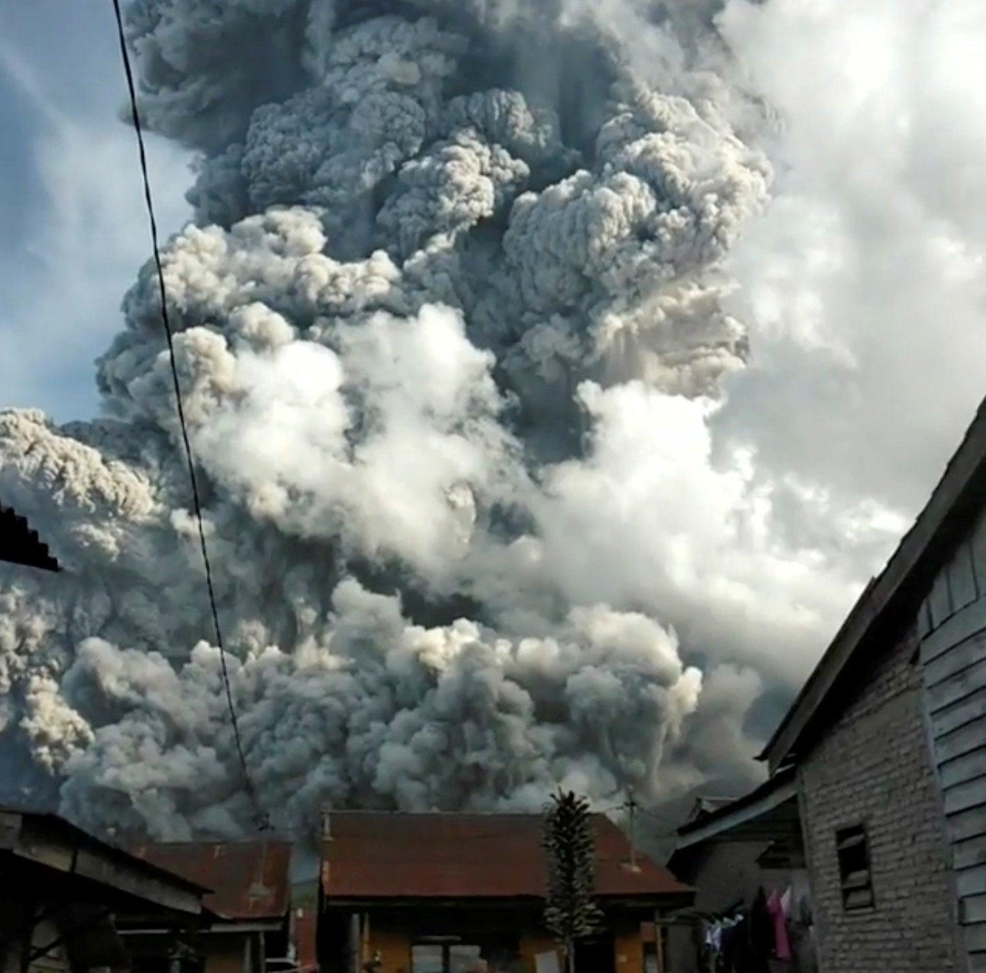 Mount Sinabung: Volcano eruption warnings after huge column of ash