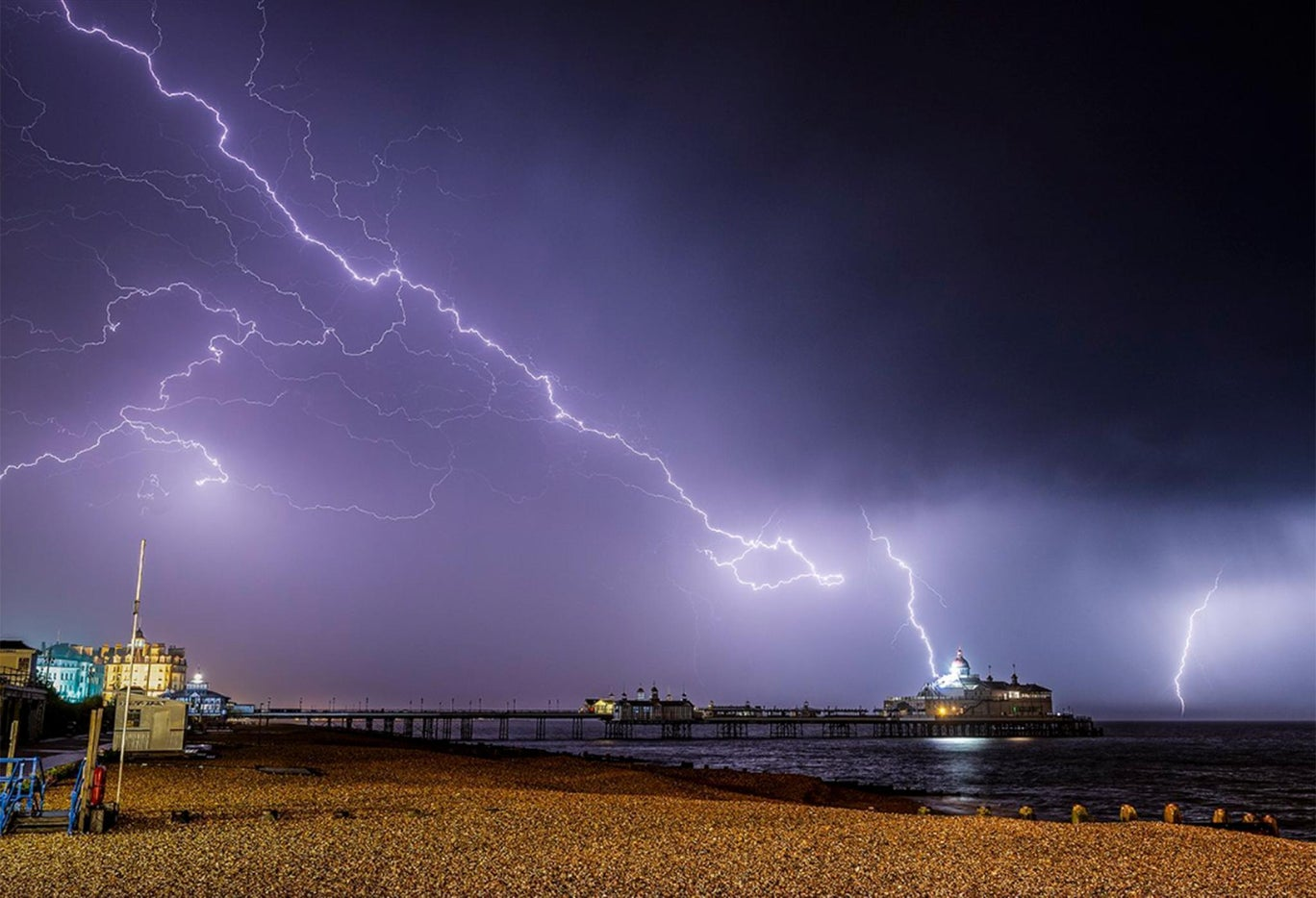 eastbourne-lightning-1000-14.jpg?width=1368&height=912&fit=bounds&format=pjpg&auto=webp&quality=70