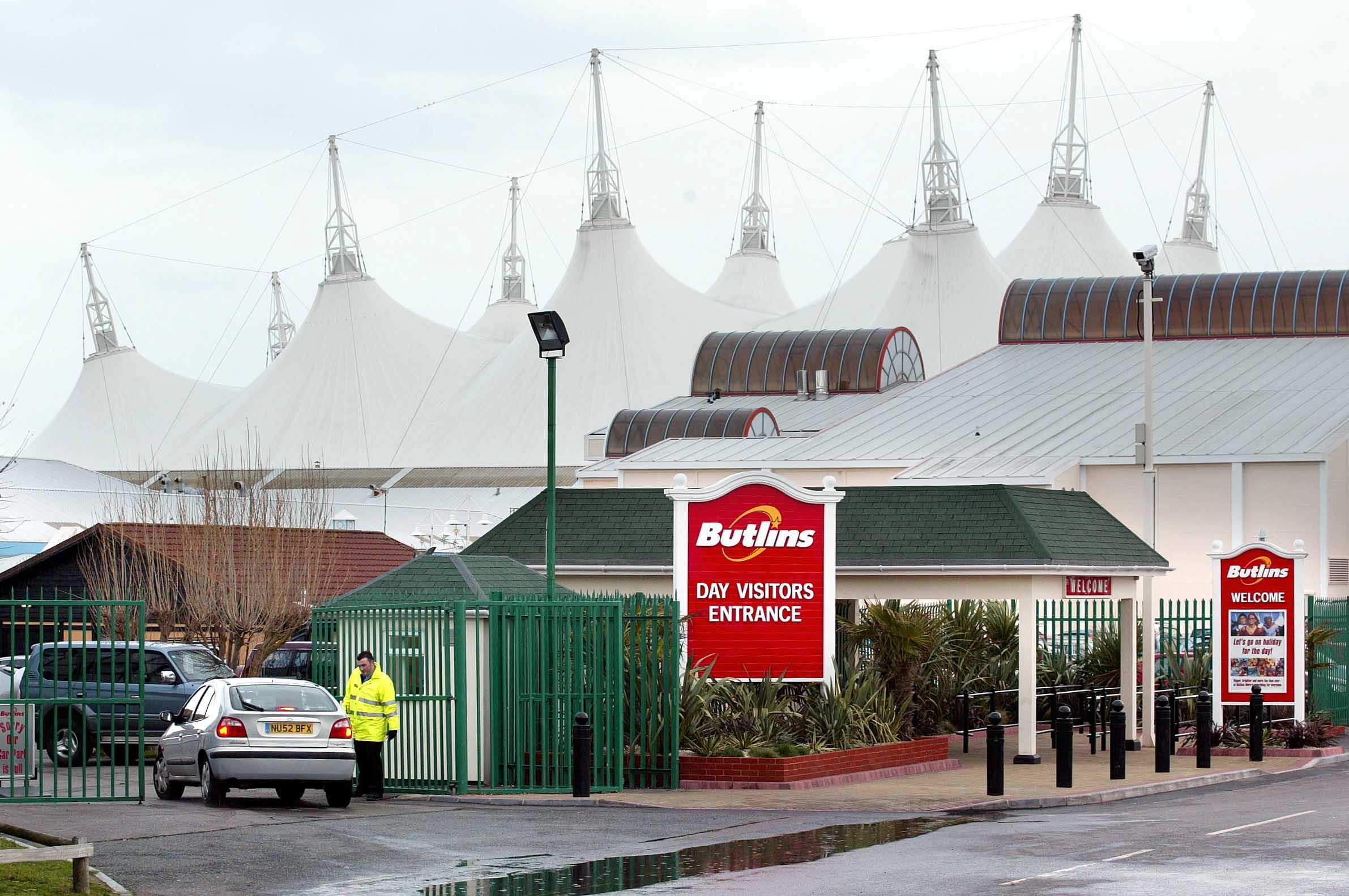 Man dies from single punch to face during mass brawl at Butlin's holiday park