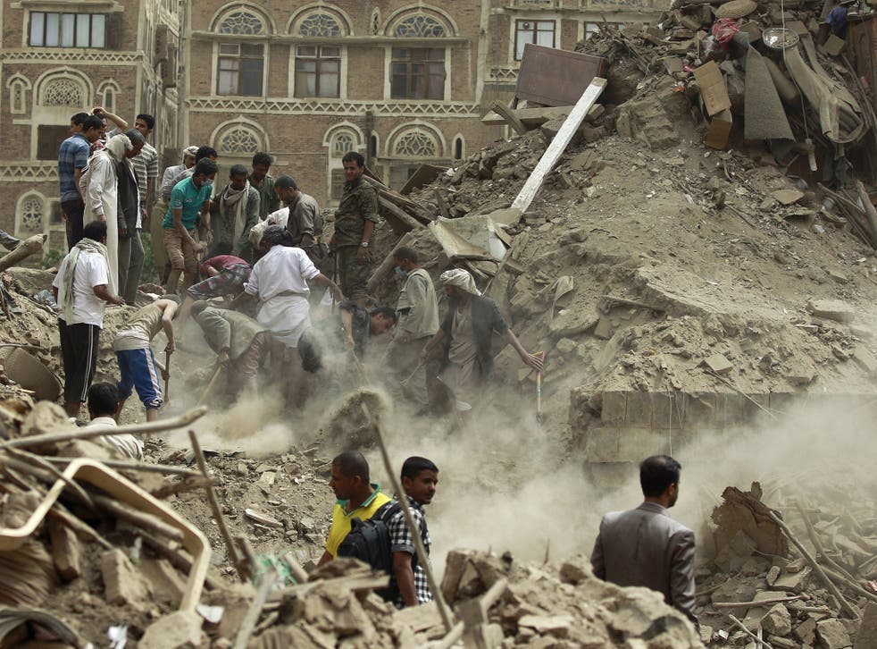 Yemenis search for survivors under the rubble of houses in the UNESCO-listed heritage site in the old city of Yemeni capital Sanaa, on June 12, 2015 following an overnight Saudi-led air strike