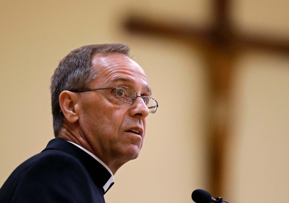 El arzobispo Charles Thompson ha dicho a Brebeuf Jesuit Preparatory School que 'ya no puede usar el nombre católico' como una institución