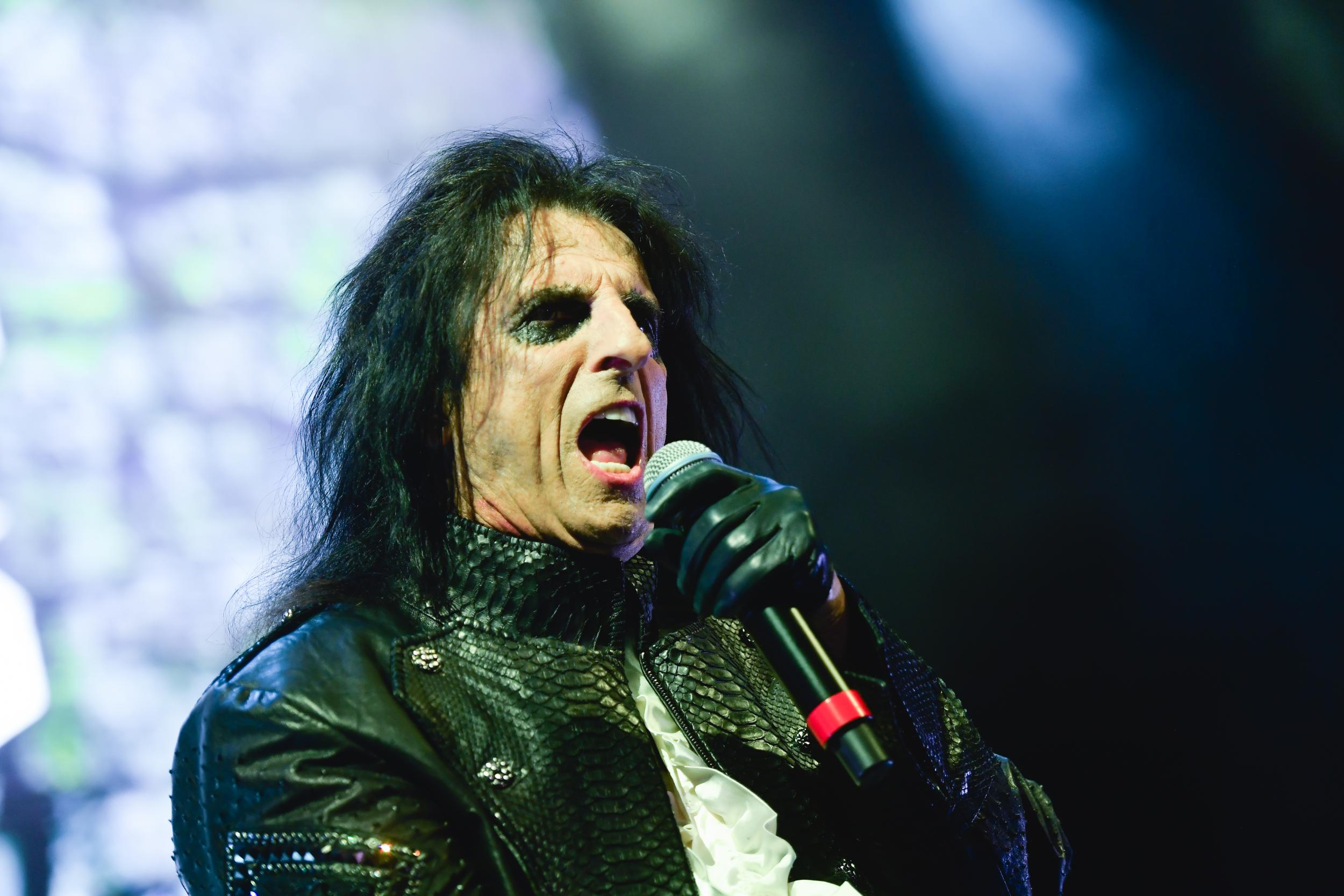 Alice Cooper suggests he will kill himself if his wife dies first af…