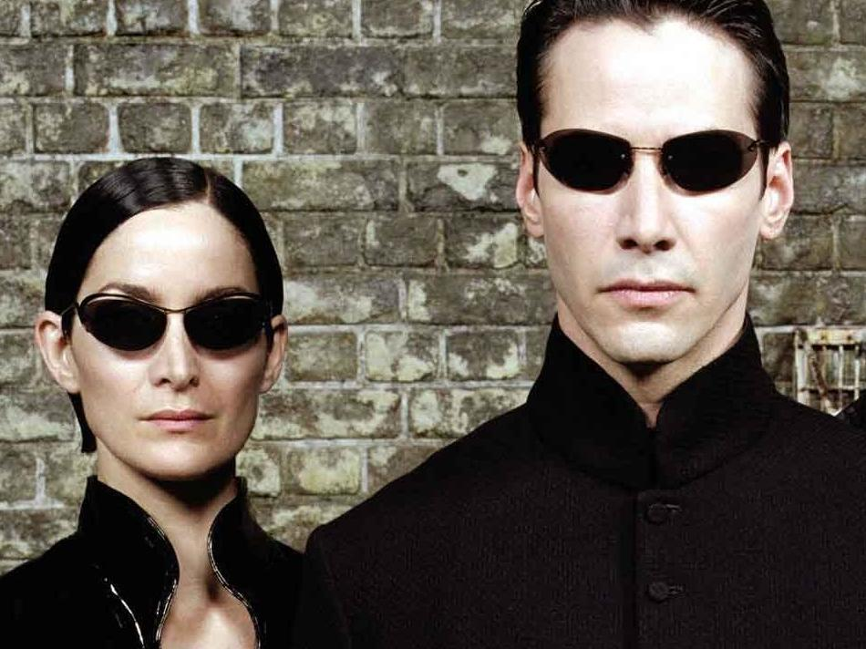 Matrix 4 set footage shows Keanu Reeves and Carrie Ann Moss filming scene as Neo and Trinity