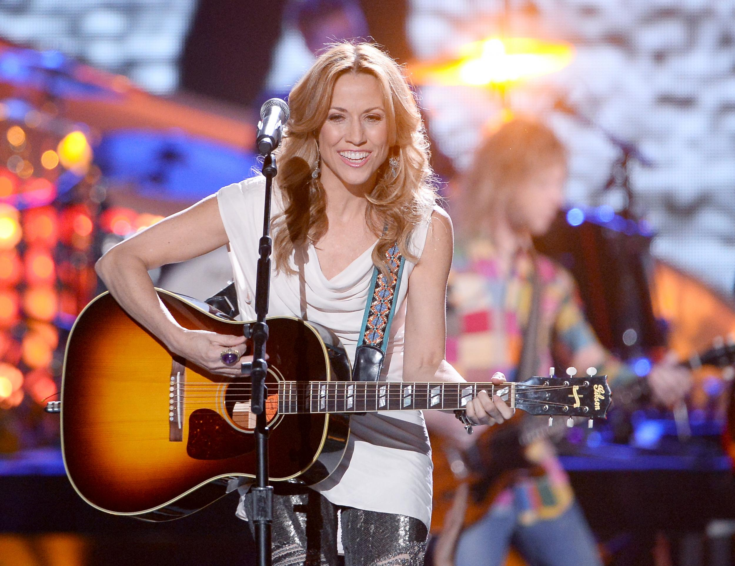 Sheryl Crow says she saw 'really strange' things during Michael Jack…