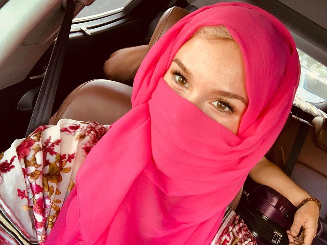 Joss Stone sparks debate after posting picture wearing niqab on Instagram