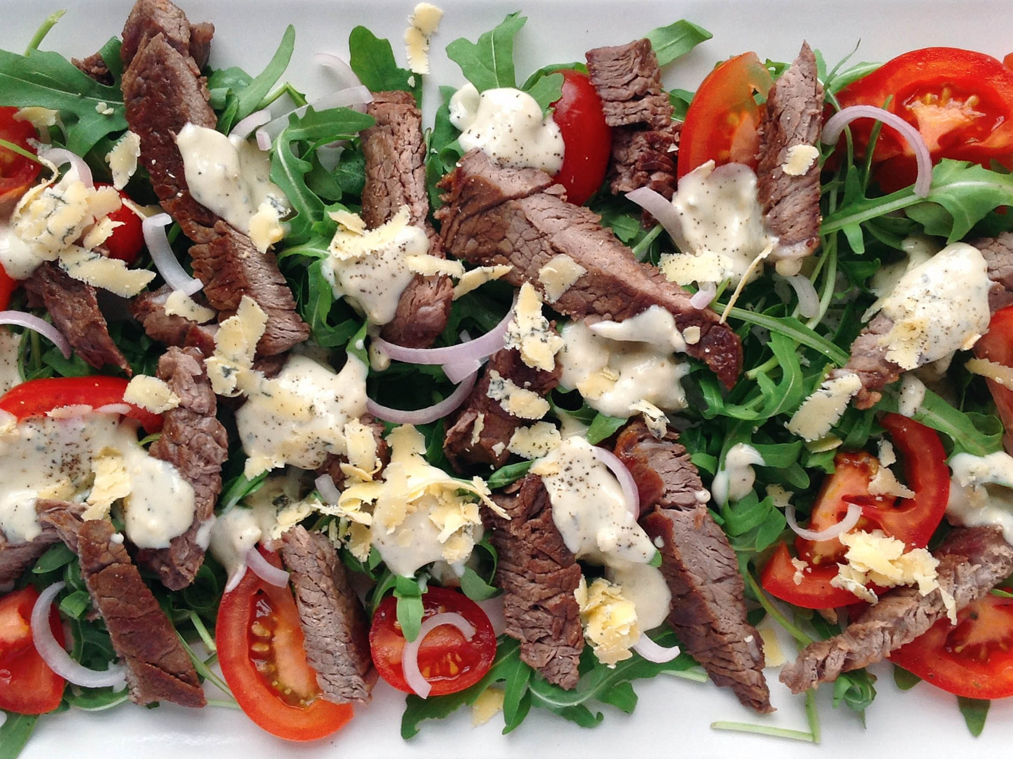 How to make warm steak and tomato salad with creamy blue cheese dressing 1