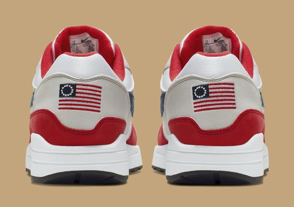 meilleur service 91f83 5e16d Auction site removes controversial 'Betsy Ross' Nike ...