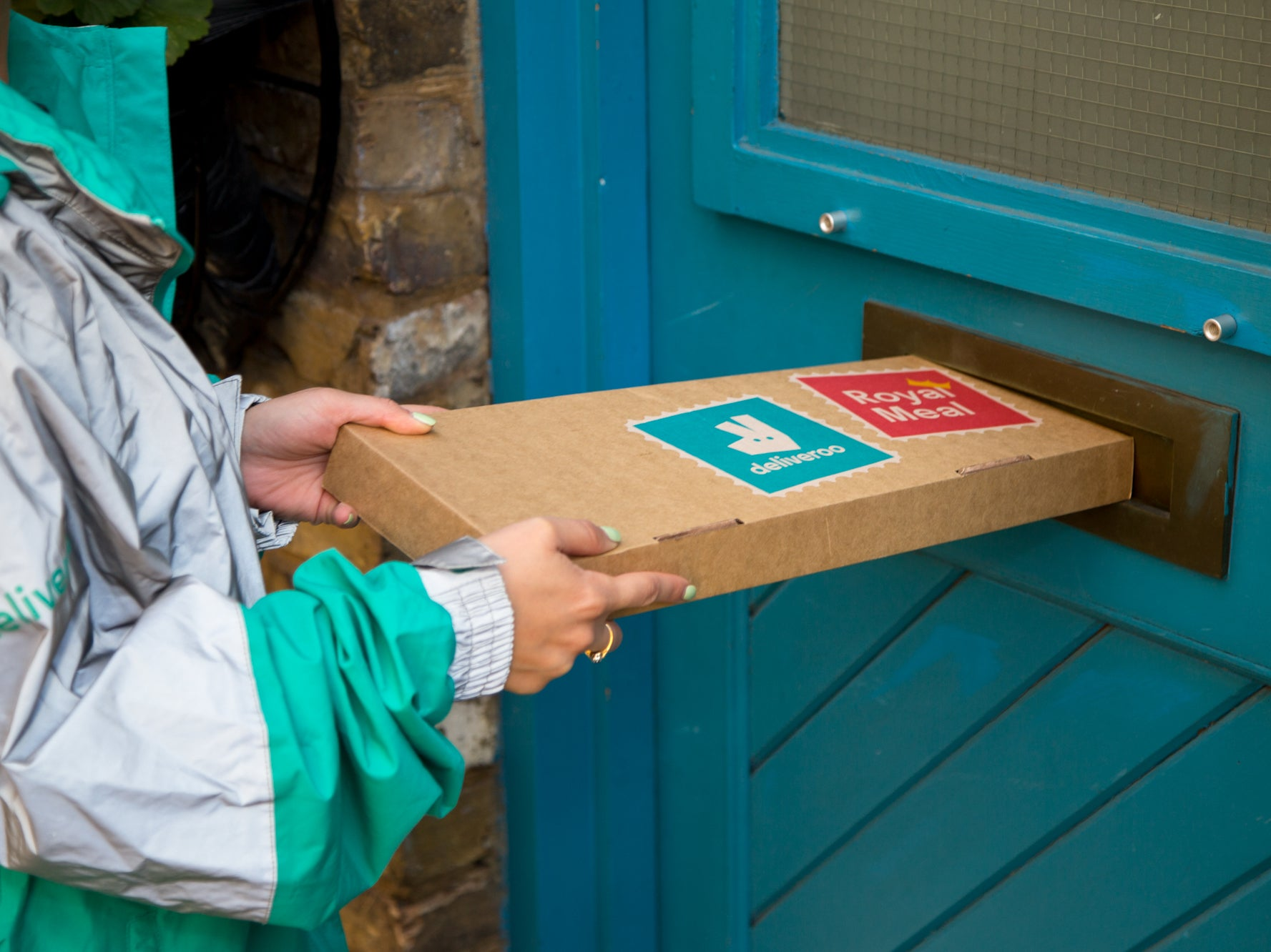 Deliveroo launches letterbox delivery service so customers don't need to answer the door 1