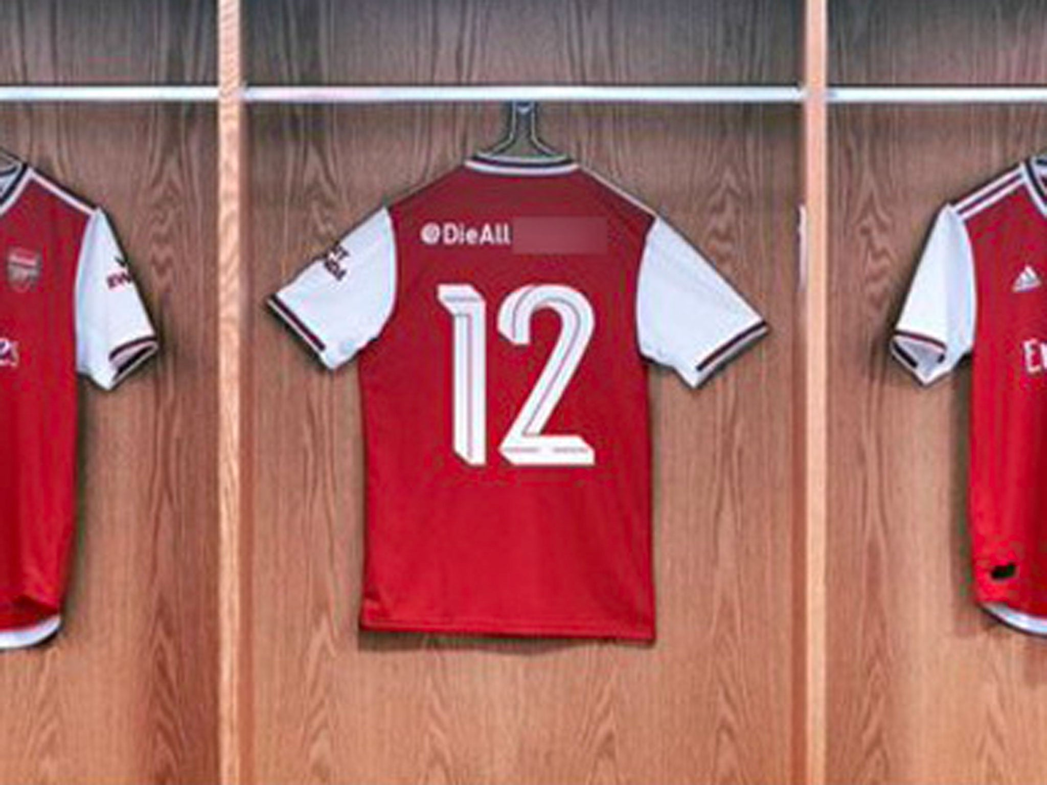 free shipping b2ef2 c7171 Arsenal kit launch turns horrific after Adidas account ...