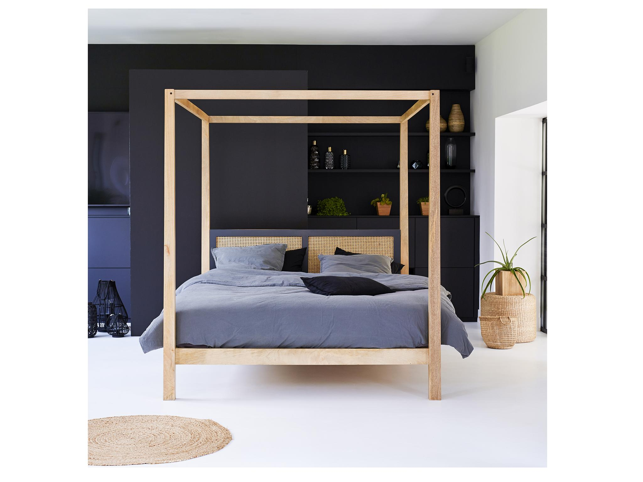 610095c0579e Best four poster bed to give any bedroom a royal touch