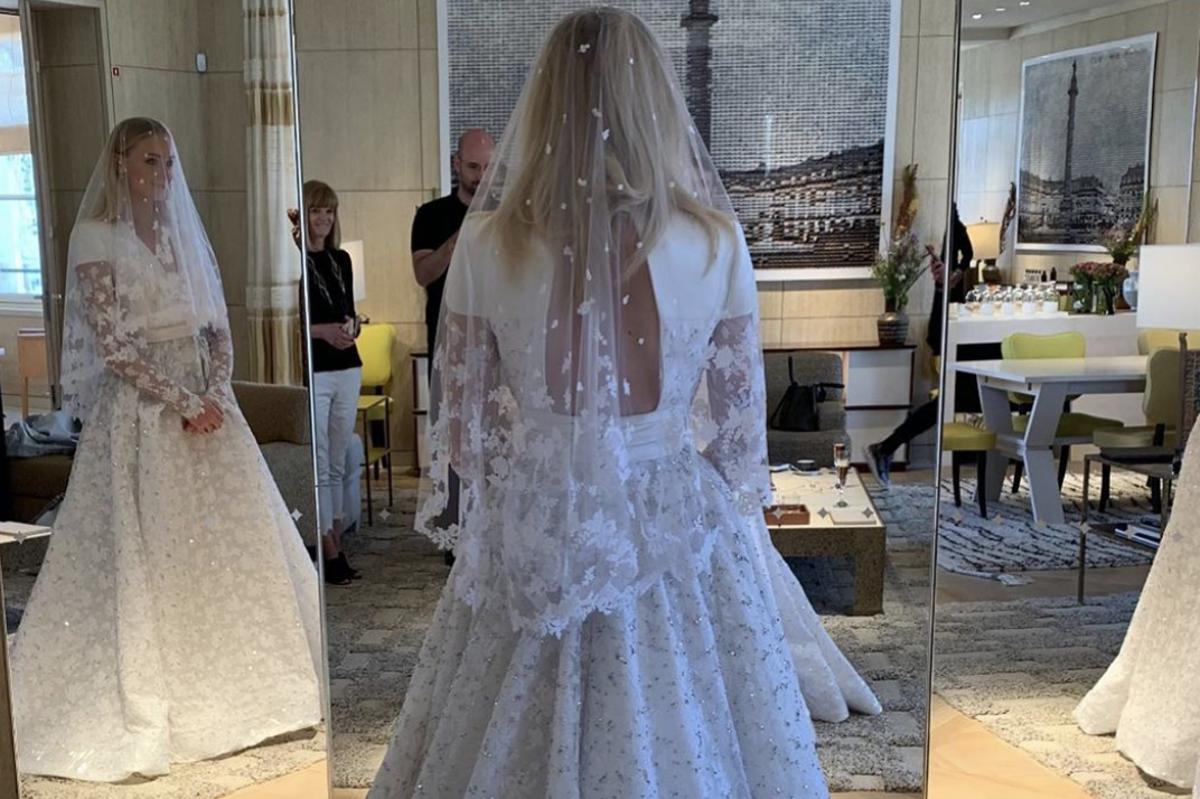 Sophie Turner Instagram Joe Jonas's wife wears Louis Vuitton ...