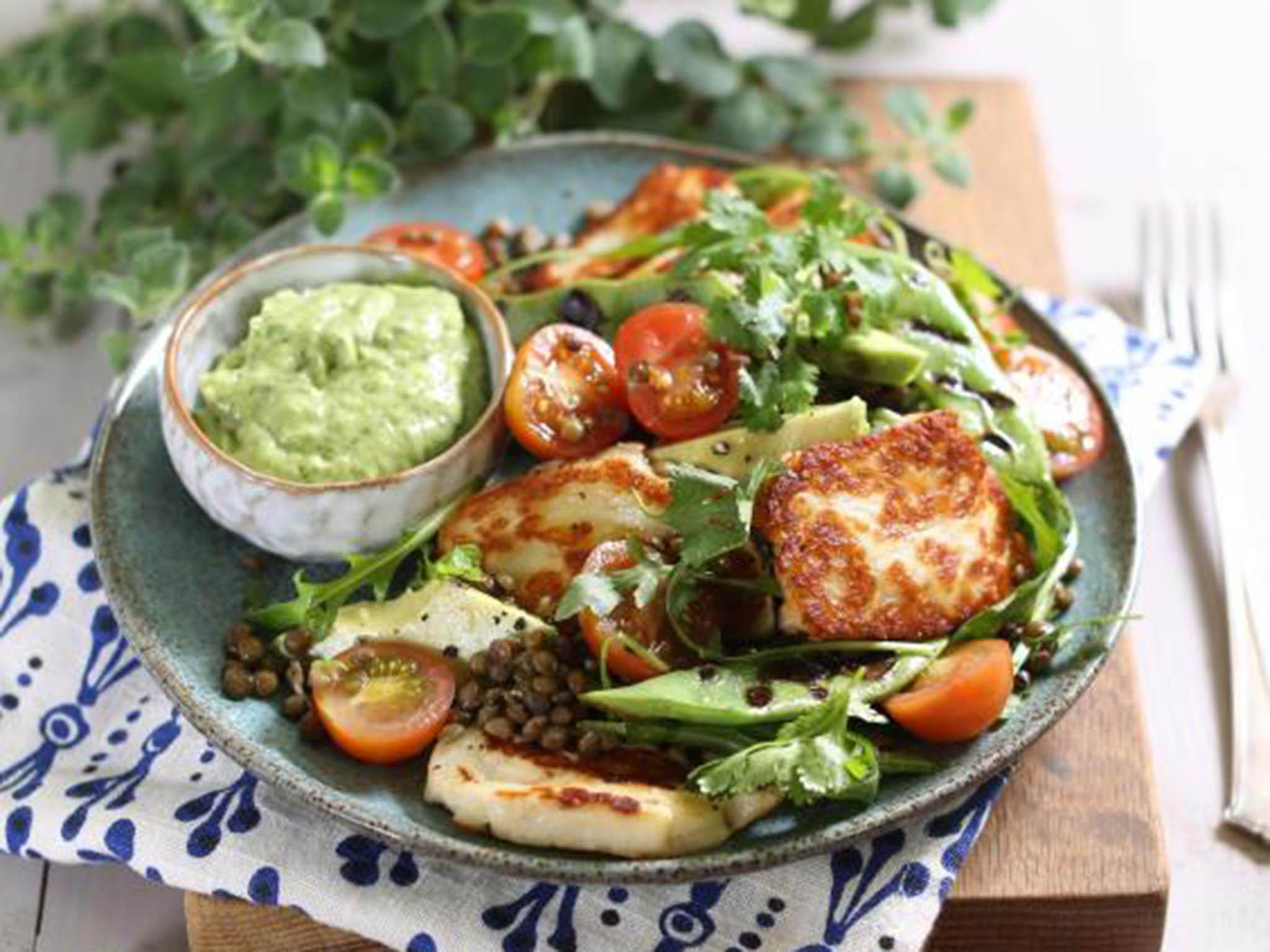 How to make grilled halloumi and bean salad with avocado dressing 1