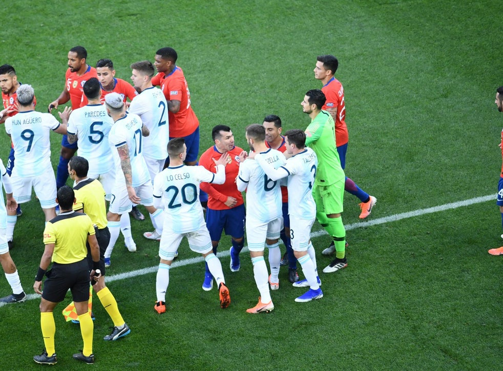 Lionel Messi Red Card Argentina Star Sent Off In Copa America Match For Altercation With Gary Medel The Independent The Independent