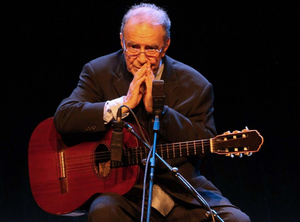 Gilberto performing in Sao Paulo in 2008